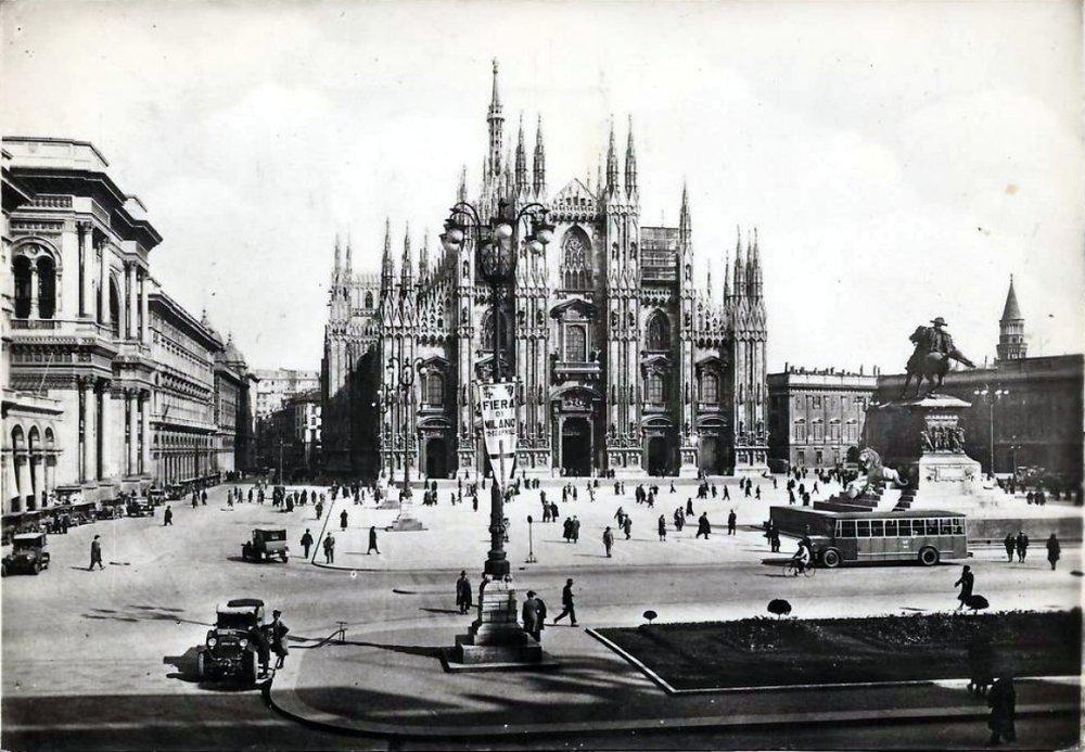 PiazzaDelDuomoCirca1930